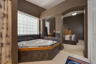 Photo 11: 18524 49 Avenue in Edmonton: Zone 20 House for sale : MLS®# E4143499