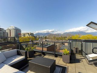 """Photo 1: 2709 GUELPH Street in Vancouver: Mount Pleasant VE Townhouse for sale in """"THE BLOCK"""" (Vancouver East)  : MLS®# R2357559"""
