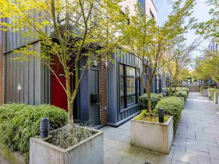"""Photo 20: 2709 GUELPH Street in Vancouver: Mount Pleasant VE Townhouse for sale in """"THE BLOCK"""" (Vancouver East)  : MLS®# R2357559"""