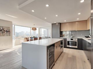 "Photo 2: 1101 1860 ROBSON Street in Vancouver: West End VW Condo for sale in ""Stanley Park Place"" (Vancouver West)  : MLS®# R2363847"