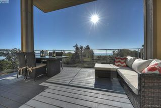 Photo 3: 403 3223 Selleck Way in VICTORIA: Co Lagoon Condo Apartment for sale (Colwood)  : MLS®# 413422