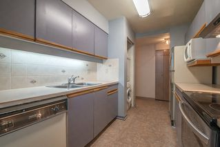 """Photo 10: 401 5790 PATTERSON Avenue in Burnaby: Metrotown Condo for sale in """"THE REGENT"""" (Burnaby South)  : MLS®# R2397207"""