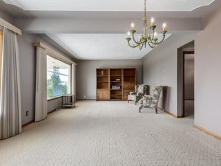 Photo 4: 32 CUMBERLAND Drive NW in Calgary: Cambrian Heights Detached for sale : MLS®# C4303014