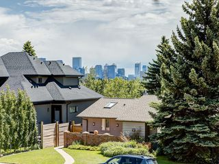Photo 2: 32 CUMBERLAND Drive NW in Calgary: Cambrian Heights Detached for sale : MLS®# C4303014