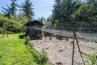 Photo 38: 396 W Viaduct Ave in Saanich: SW Prospect Lake House for sale (Saanich West)  : MLS®# 842857
