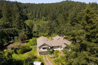 Photo 4: 396 W Viaduct Ave in Saanich: SW Prospect Lake House for sale (Saanich West)  : MLS®# 842857