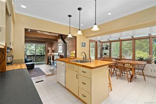 Photo 14: 396 W Viaduct Ave in Saanich: SW Prospect Lake House for sale (Saanich West)  : MLS®# 842857