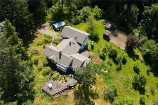 Photo 3: 396 W Viaduct Ave in Saanich: SW Prospect Lake House for sale (Saanich West)  : MLS®# 842857