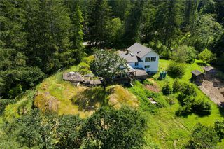 Photo 2: 396 W Viaduct Ave in Saanich: SW Prospect Lake House for sale (Saanich West)  : MLS®# 842857