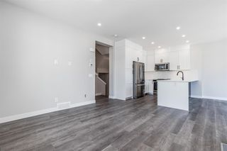 Photo 5: 137 Crestridge Common SW in Calgary: Crestmont Row/Townhouse for sale : MLS®# A1048109