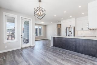 Photo 2: 137 Crestridge Common SW in Calgary: Crestmont Row/Townhouse for sale : MLS®# A1048109