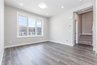 Photo 8: 137 Crestridge Common SW in Calgary: Crestmont Row/Townhouse for sale : MLS®# A1048109