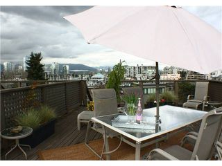 "Photo 1: 860 GREENCHAIN in Vancouver: False Creek Townhouse for sale in ""HEATHER POINT"" (Vancouver West)  : MLS®# V884740"