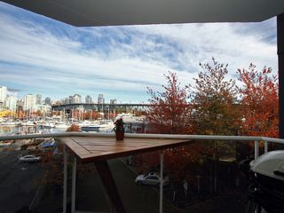 "Photo 20: 404 1510 W 1ST Avenue in Vancouver: False Creek Condo for sale in ""MARINERS POINT"" (Vancouver West)  : MLS®# V919317"