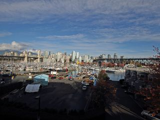 "Photo 5: 404 1510 W 1ST Avenue in Vancouver: False Creek Condo for sale in ""MARINERS POINT"" (Vancouver West)  : MLS®# V919317"
