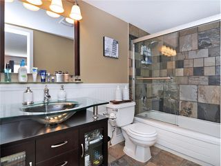 """Photo 11: 101 2045 FRANKLIN Street in Vancouver: Hastings Condo for sale in """"HARBOUR MOUNT"""" (Vancouver East)  : MLS®# V1049075"""
