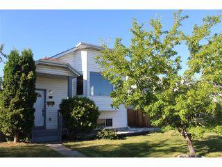Photo 1: 36 ERIN MEADOW Way SE in Calgary: Erinwoods House for sale : MLS®# C4022030