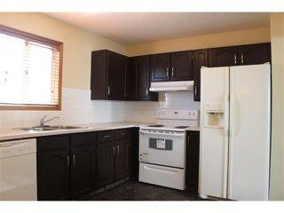 Photo 3: 36 ERIN MEADOW Way SE in Calgary: Erinwoods House for sale : MLS®# C4022030