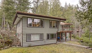"Photo 3: 13478 LAKEVIEW Road in Pender Harbour: Pender Harbour Egmont House for sale in ""Hotel Lake"" (Sunshine Coast)  : MLS®# R2042596"