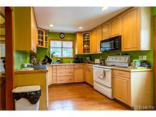 Photo 4: 3140 Lynnlark Pl in VICTORIA: Co Hatley Park Single Family Detached for sale (Colwood)  : MLS®# 734049
