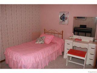 Photo 8: 825 Kilkenny Drive in Winnipeg: Fort Richmond Residential for sale (1K)  : MLS®# 1623586