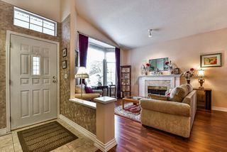 "Photo 3: 95 9012 WALNUT GROVE Drive in Langley: Walnut Grove Townhouse for sale in ""QUEEN ANNE GREEN"" : MLS®# R2140275"