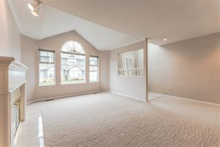 "Photo 3: 111 6109 W BOUNDARY Drive in Surrey: Panorama Ridge Townhouse for sale in ""Lakewood Gardens"" : MLS®# R2153090"