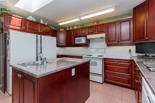 Photo 7: 3496 Maureen Terrace in VICTORIA: La Olympic View Single Family Detached for sale (Langford)  : MLS®# 378704