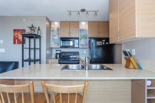 "Photo 5: 1509 928 HOMER Street in Vancouver: Yaletown Condo for sale in ""YALETOWN PARK 1"" (Vancouver West)  : MLS®# R2184142"