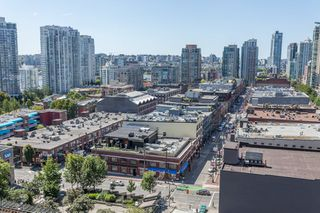 "Photo 2: 1509 928 HOMER Street in Vancouver: Yaletown Condo for sale in ""YALETOWN PARK 1"" (Vancouver West)  : MLS®# R2184142"
