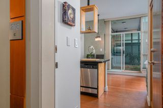 "Photo 2: 218 2515 ONTARIO Street in Vancouver: Mount Pleasant VW Condo for sale in ""ELEMENTS"" (Vancouver West)  : MLS®# R2200404"