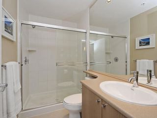 "Photo 10: 104 701 KLAHANIE Drive in Port Moody: Port Moody Centre Condo for sale in ""Nahanni"" : MLS®# R2209103"