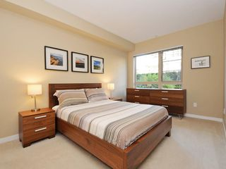 "Photo 7: 104 701 KLAHANIE Drive in Port Moody: Port Moody Centre Condo for sale in ""Nahanni"" : MLS®# R2209103"