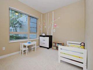 "Photo 9: 104 701 KLAHANIE Drive in Port Moody: Port Moody Centre Condo for sale in ""Nahanni"" : MLS®# R2209103"