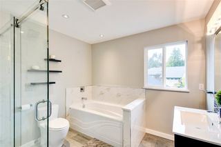 "Photo 3: 542 CONNAUGHT Drive in Delta: Pebble Hill House for sale in ""PEBBLE HILL"" (Tsawwassen)  : MLS®# R2236194"