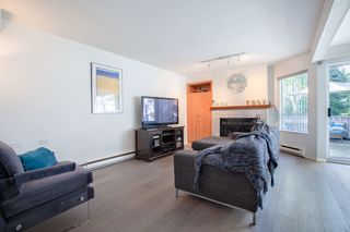 """Photo 4: 3412 WEYMOOR Place in Vancouver: Champlain Heights Townhouse for sale in """"MOORPARK"""" (Vancouver East)  : MLS®# R2315321"""