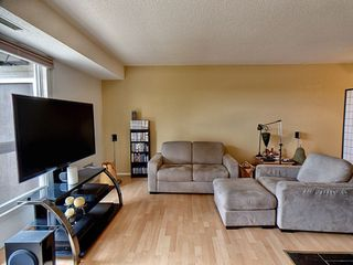 Photo 4: 11226 18 Avenue in Edmonton: Zone 16 Carriage for sale : MLS®# E4158320