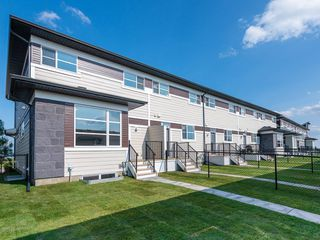 Photo 2: 114 SKYVIEW Circle NE in Calgary: Skyview Ranch Row/Townhouse for sale : MLS®# C4256266