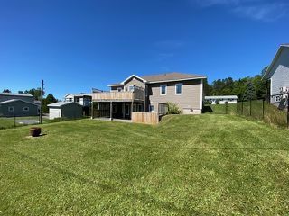 Photo 3: 102 Parkwood Drive in Sydney River: 202-Sydney River / Coxheath Residential for sale (Cape Breton)  : MLS®# 202014054