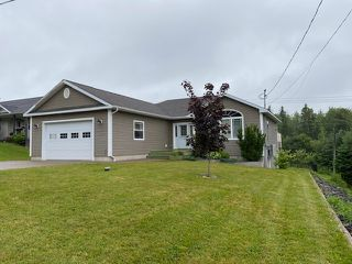 Photo 2: 102 Parkwood Drive in Sydney River: 202-Sydney River / Coxheath Residential for sale (Cape Breton)  : MLS®# 202014054