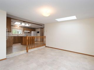 Photo 5: 5 7109 West Coast Rd in : Sk Whiffin Spit Manufactured Home for sale (Sooke)  : MLS®# 859571