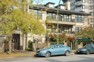 "Main Photo: 327 3769 W 7TH Avenue in Vancouver: Point Grey Condo for sale in ""MAYFAIR HOUSE"" (Vancouver West)"