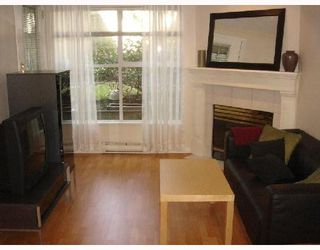 Photo 2: 107 509 CARNARVON Street in New Westminster: Downtown NW Condo for sale : MLS®# V667879