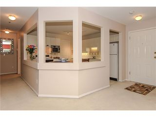 "Photo 9: 207 5419 201A Street in Langley: Langley City Condo for sale in ""Vista Gardens"" : MLS®# F1401974"