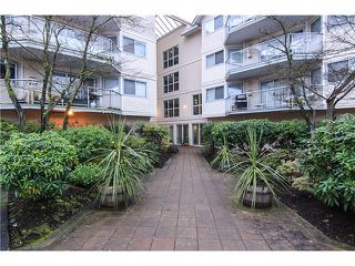 "Photo 2: 207 5419 201A Street in Langley: Langley City Condo for sale in ""Vista Gardens"" : MLS®# F1401974"