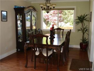 Photo 3: 954 Leveret Pl in VICTORIA: SE Lake Hill House for sale (Saanich East)  : MLS®# 671820