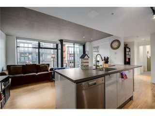 """Photo 2: 702 128 W CORDOVA Street in Vancouver: Downtown VW Condo for sale in """"Woodwards"""" (Vancouver West)  : MLS®# V1066426"""