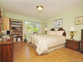 Photo 11: 305 1157 Fairfield Rd in VICTORIA: Vi Fairfield West Condo for sale (Victoria)  : MLS®# 684226