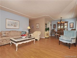 Photo 3: 305 1157 Fairfield Rd in VICTORIA: Vi Fairfield West Condo for sale (Victoria)  : MLS®# 684226