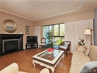 Photo 4: 305 1157 Fairfield Rd in VICTORIA: Vi Fairfield West Condo for sale (Victoria)  : MLS®# 684226